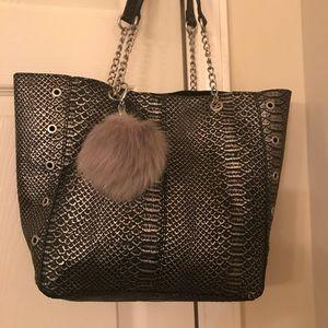 Handbags - Shoulder bag.
